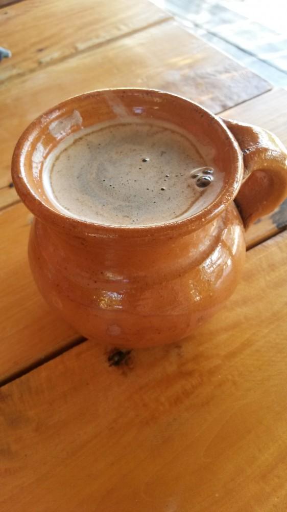 Cafe de olla on meksikolaista kanelikahvia, joka on makeutettu raakaruokosokerilla.